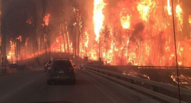 Ogień szaleje w Albercie