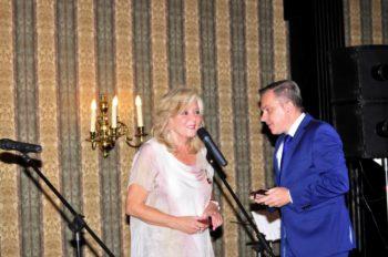 Konsul Andrzej Szydło odznaczył medalem Zasłużony dla Kultury Polskiej prezes Salonu Jolantę Morgentern i kompozytora salonowej muzyki teatralnej Jerzego Boskiego (poniżej)